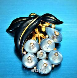 Fabulous 1938 Crown Trifari Alfred Philippe Blue Moonglow Beads Fur/dress Clip