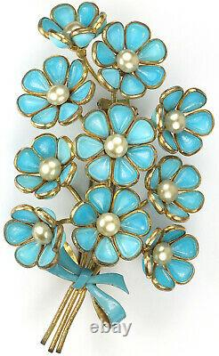 Trifari'Alfred Philippe' Pearl and Blue Poured Glass Ten Flowers Pin Clip