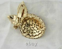 Vintage Alfred Philippe TRIFARI Gold Swinging RED Rhinestone Apple Pin Brooch