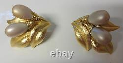 Vintage Crown Trifari Alfred Philippe Pearls Textured Gold Tone Clip On Earrings